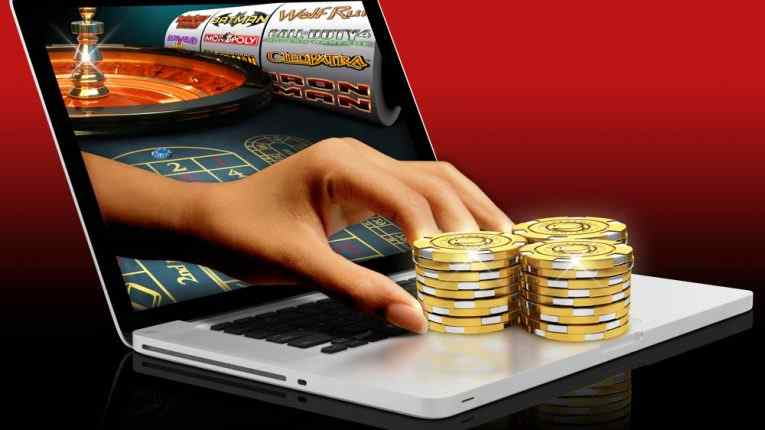 Casino CoinRoyale - игровые автоматы на биткоины, покер